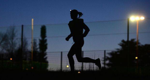 How can do trail running in the dark?